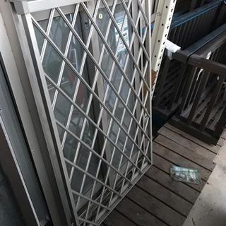 窓用アルミサッシ YKK 格子柵付 6497