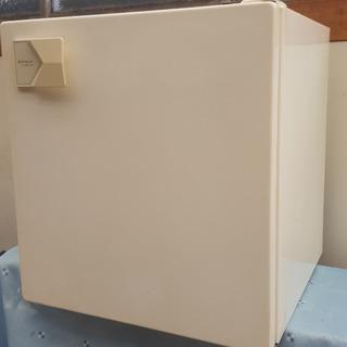 (無料です)ワンボックス冷蔵庫(日立製)