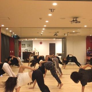 女性限定スタジオ  女子力アップ バーレスクダンス