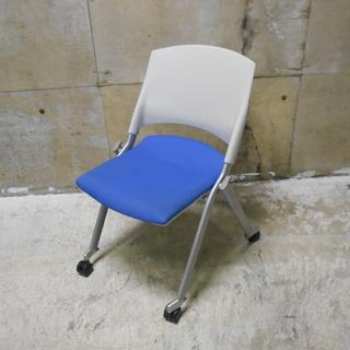 プラス キャスター付きスタック椅子10脚セット M800 『良品中...
