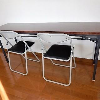 会議用テーブル(折り畳み式)とパイプ椅子(2脚)のセット