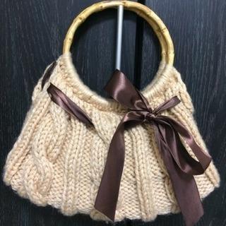 大きなリボンの毛糸のハンドバッグ