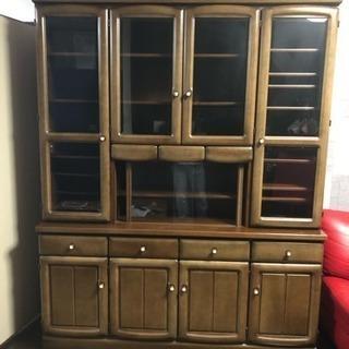 食器棚ですが本棚、雑貨収納として使っていました。