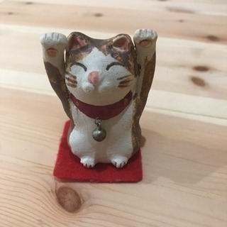 両手上げ招き猫