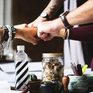 企業、団体チーム様のメンバーに向けて様々な(研修)プログラムをご提案いたします。 - 教室・スクール