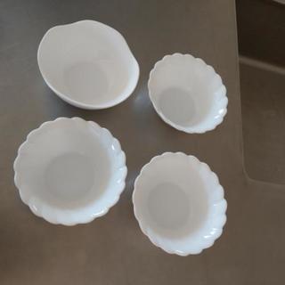 お皿 四枚 あげます。