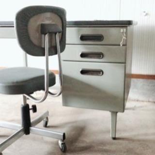 中古☆事務・作業デスク(机)と椅子