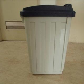 大型な、ふた付きシンプルゴミ箱 JM1852)【取りに来られる方限定】