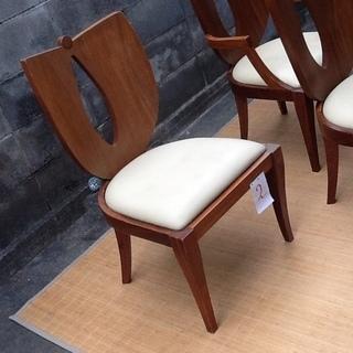 素敵なアンティークな木製家具のお椅子です レトロなJUNOチェア、...