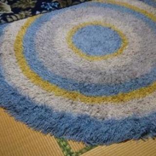 綺麗なサラサラ毛布とフワフワサークルカーペット青系!