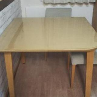 サイズが変わるテーブル