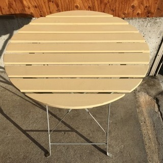 折りたたみ可能なテーブル