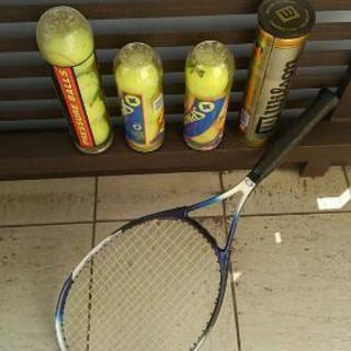 硬式テニスラケット ボール