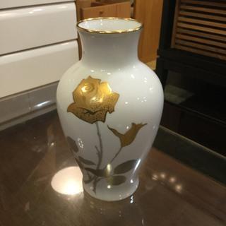 【店頭引取り限定】大倉陶器 花瓶 (白地)