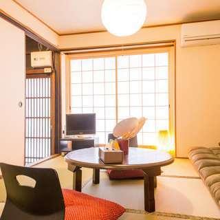 京都駅近く、コンビニも近いとても便利な場所にある和風の二階建て一軒...