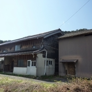 大正時代に建てられた母屋と江戸時代の土蔵は歴史を感じる事の出来る...
