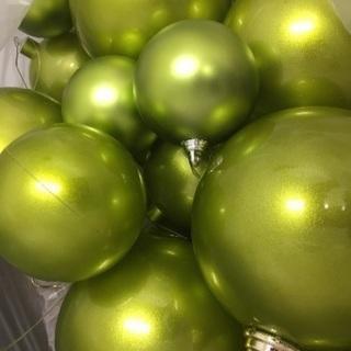 ライトグリーンのクリスマスボール