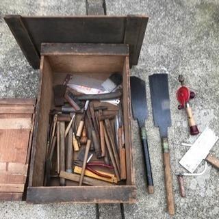 大工道具まとめて 木箱2つ付 おおよそ50点 ノコギリ ノミ 金...