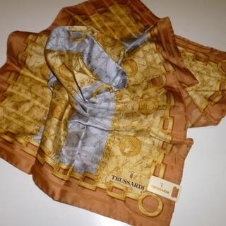 トラサルディのコットンシルクスカーフ
