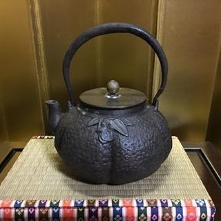 時代煎茶道具 三徳堂製 高肉石楠花文阿古陀形鉄瓶