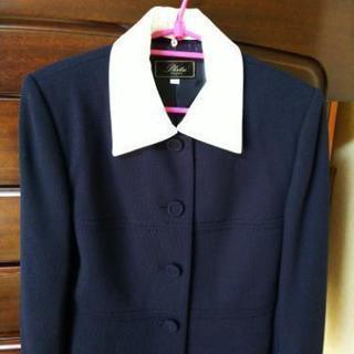 ベーシックな濃紺スーツ