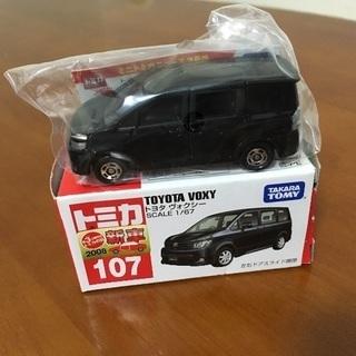 絶版 トミカ 107 新品 ヴォクシー 2008年新車シール付
