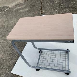 ベッドサイドテーブル