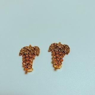 ぶどうの形のイヤリング
