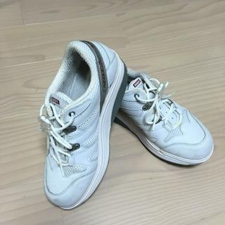 MBTの運動靴