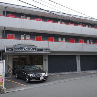 楠見中バス停歩3分RC、3階建てマンションの1階の貸店舗・貸事務...