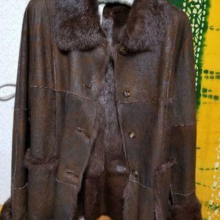 毛皮のハーフコートです。