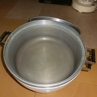 パロマのガス炊飯器5升用と思います。