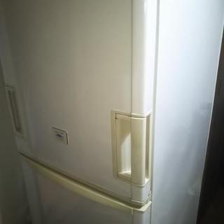 Sharp製3ドア冷蔵庫(1階の部屋から)