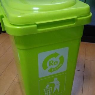 ゴミ箱、ミニゴミ箱2つセットで600円