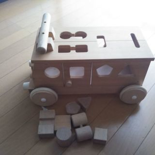 木製おもちゃ 車