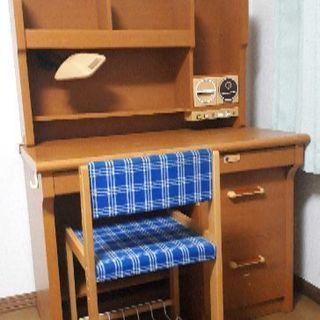 鍵付き学習机と椅子のセット