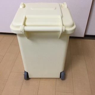 ダルトンのゴミ箱さしあげます 18リットル アイボリー