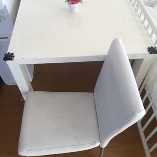 ダイニングテーブルと椅子セット