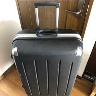 大型スーツケース 黒 年末年始の旅行に!