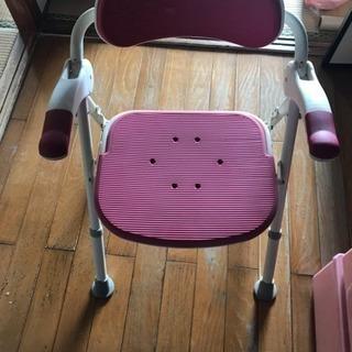 折りたたみ椅子 脚立代わりにも使えます。