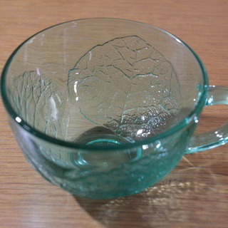 Alcoloc France 木の葉のガラスのカップとソーサー