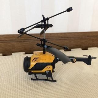浮かぶ飛ぶヘリコプター
