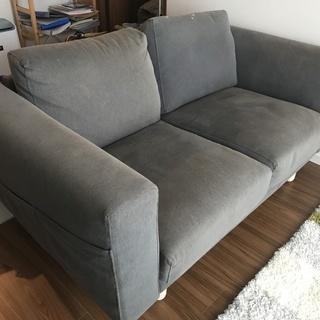 IKEAの2人がけソファー