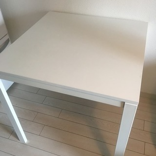 【お話中】IKEAのテーブル