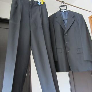 スーツ上下、サイズS、黒に近い紺色