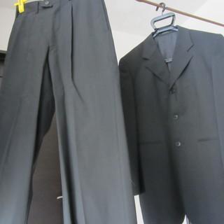 スーツ上下、サイズS、黒に細い白のストライプ