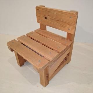 小さな子供用椅子