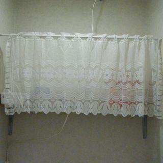 突っ張り棒とレースのカーテン2セット 全部で100円