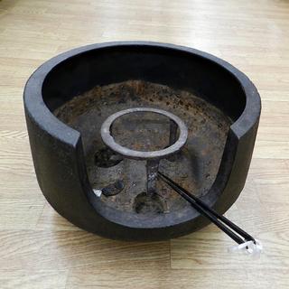 火鉢 金属製 直径34×高さ22㎝ 五徳 火箸 ひばち 灰なしレト...
