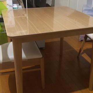 テーブルとイス×2
